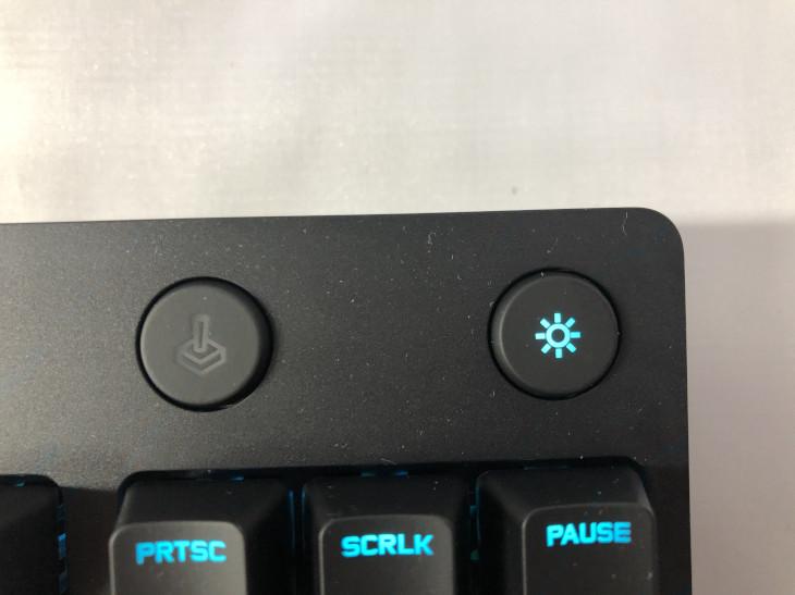 ライティングボタン、ゲームモードボタン