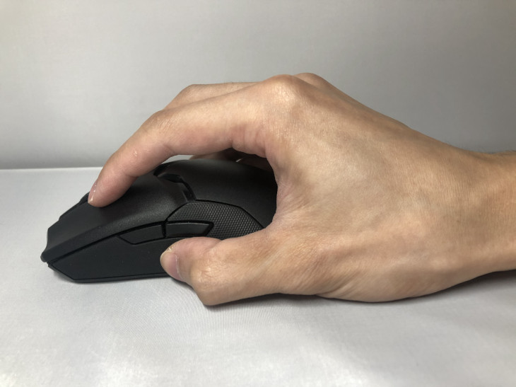 Razer Viper Ultimate - つまみ持ち