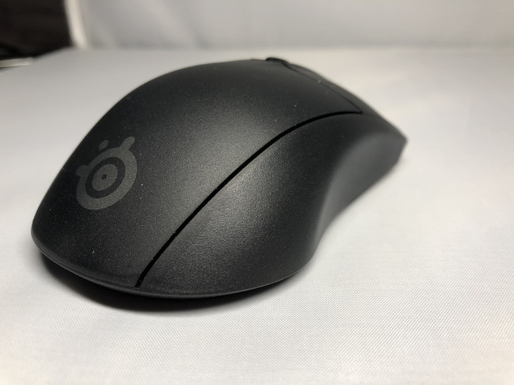 右サイドの形状2 - SteelSeries Rival 3 Wireless