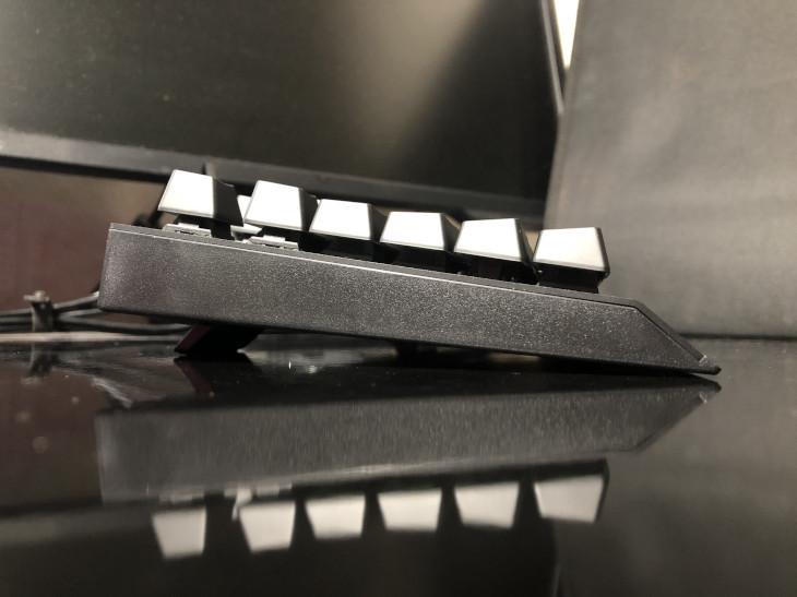 角度調節(スタンド)-Razer BlackWidow V3 TKL-6